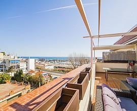 Modernes Duplex Penthaus mit Aussichten zum Jachthafen in Arenys de Mar, Maresme