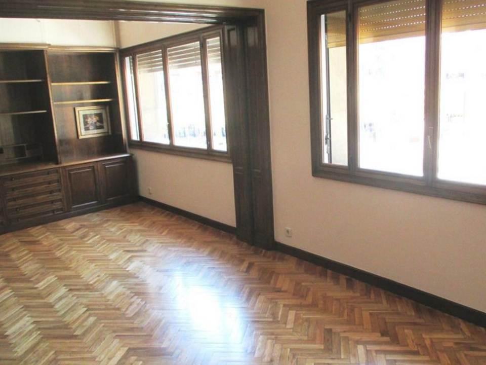 Квартира без ремонта в Сант Жервази