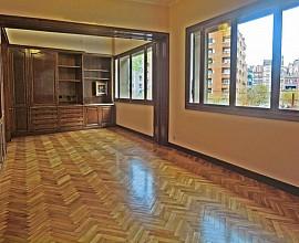 Продается квартира без ремонта в Сант Жервази