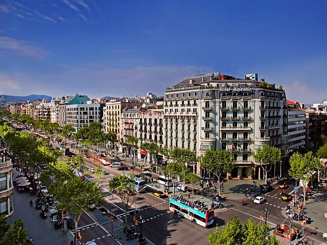 Edificio en venta en Barcelona centro, rehabilitado y con ascensor