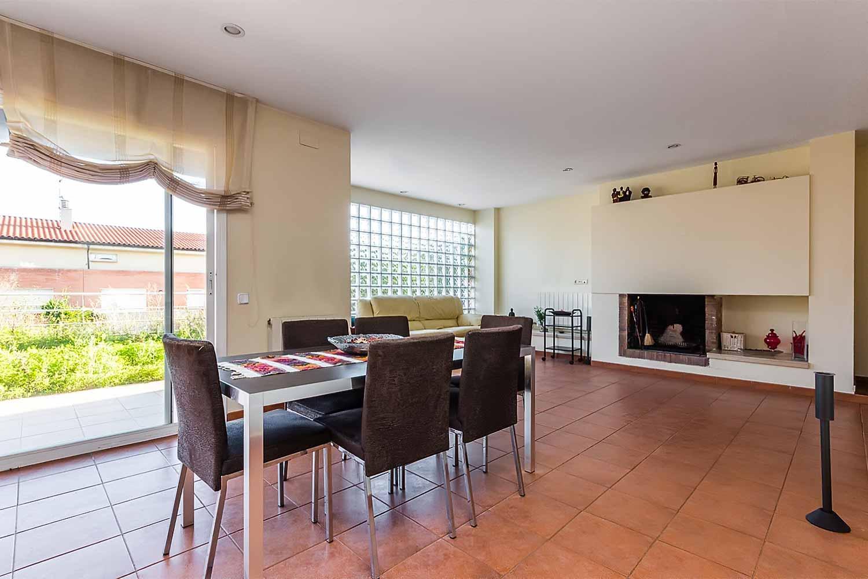 Wohnbereich in Luxus-Reihenhaus zum Verkauf in Tiana
