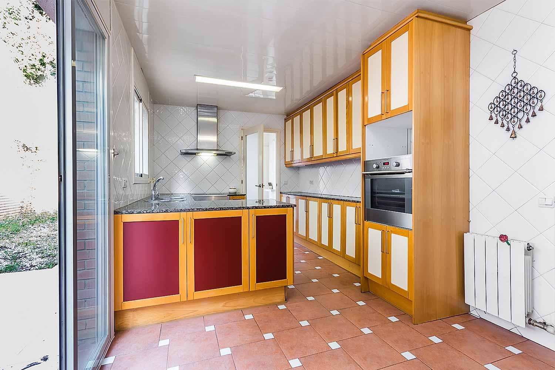 Küche in Luxus-Reihenhaus zum Verkauf in Tiana