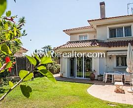 Preciosa casa esquinera en venta en Alella, Maresme