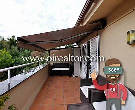 Casa esquinera en venta reformada en Alella, Maresme