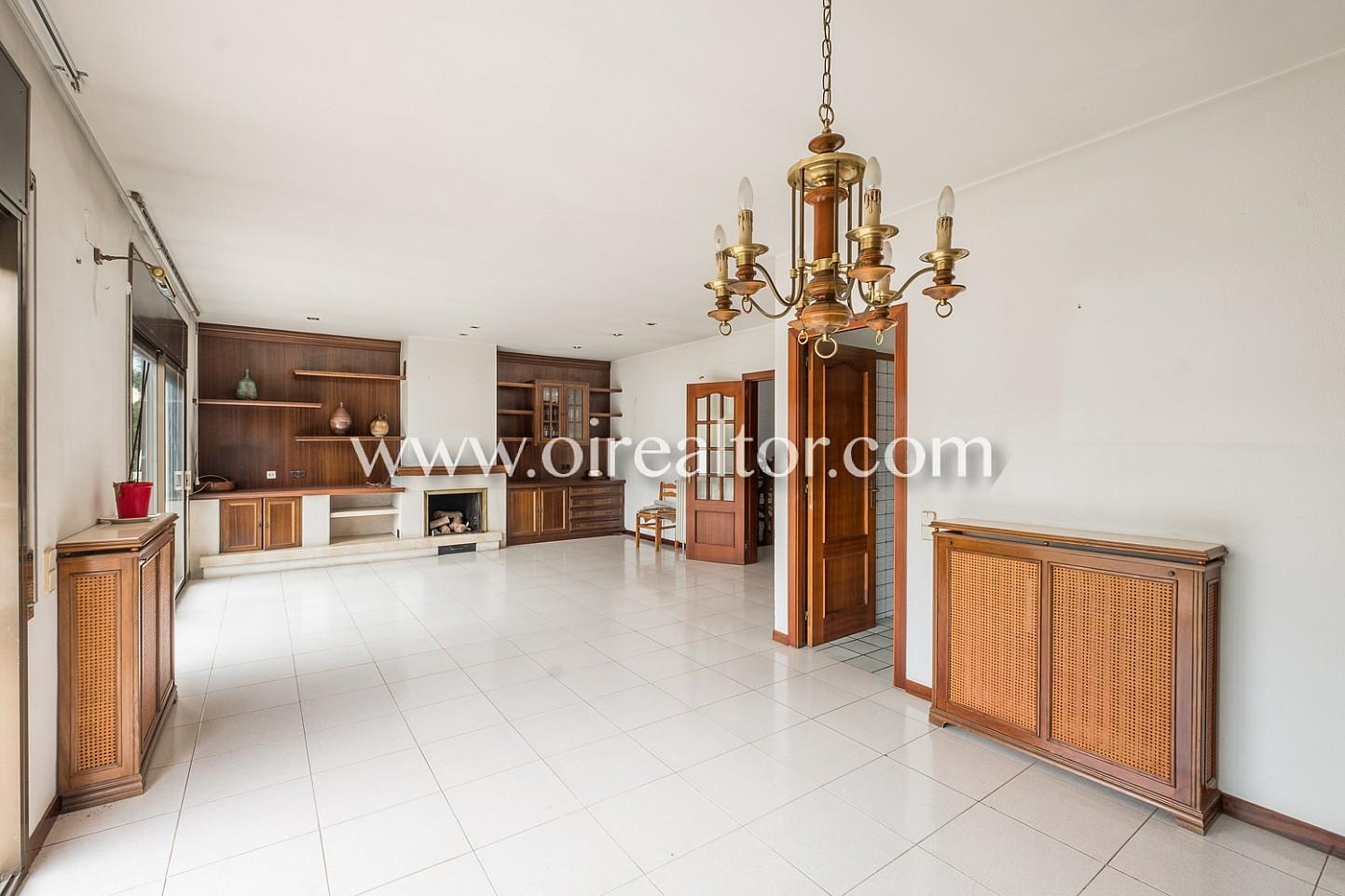 Элегантный дом на продажу в Сант Кугат