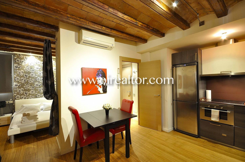 salón comedor, salón, comedor, vigas vistas, finca regia, piso modernista, apartamento, cocina americana, electrodomésticos