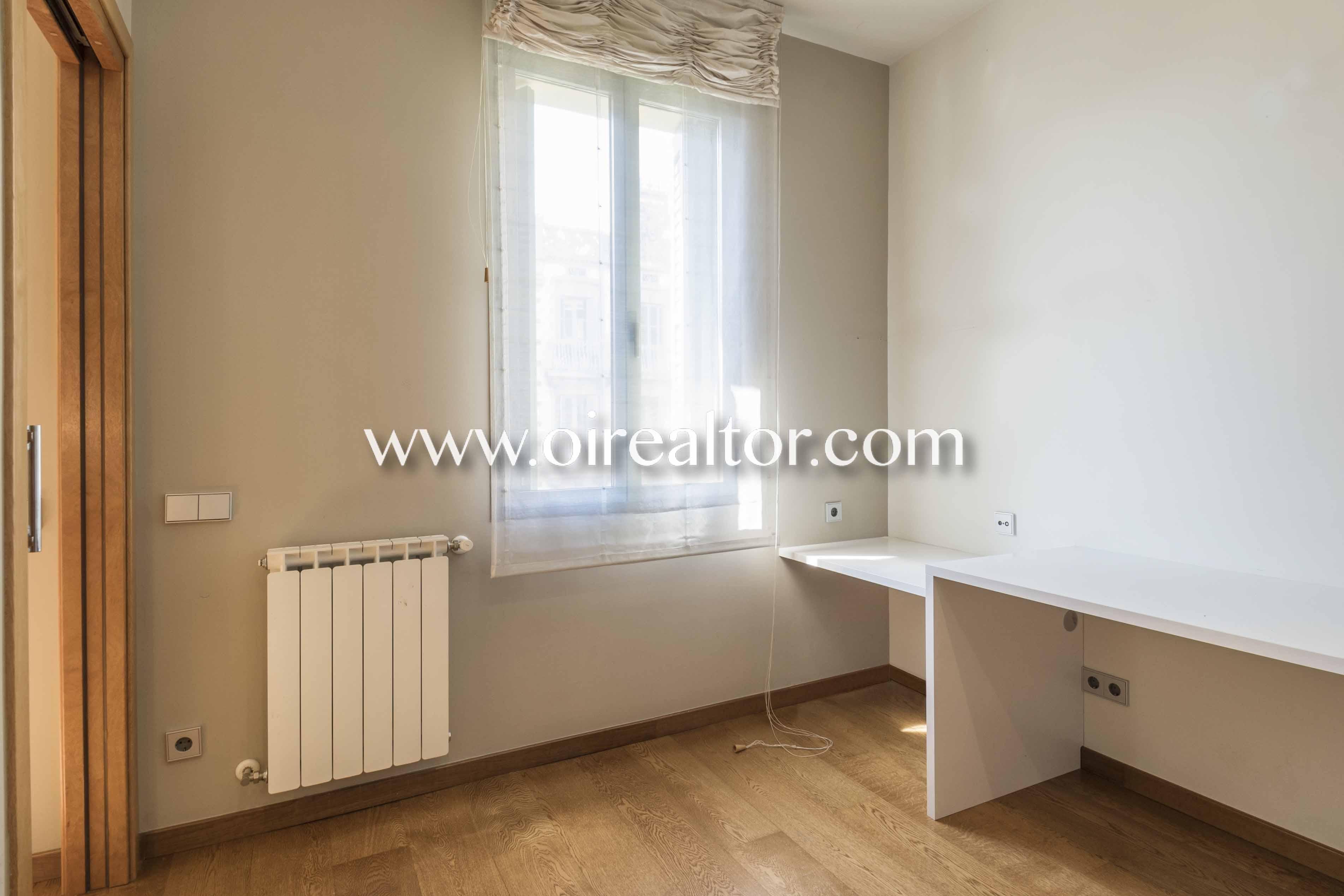 piso sin muebles, piso vacío, suelo de parquet, parquet, soleado, luminoso, piso luminoso, habitación simple, dormitorio simple