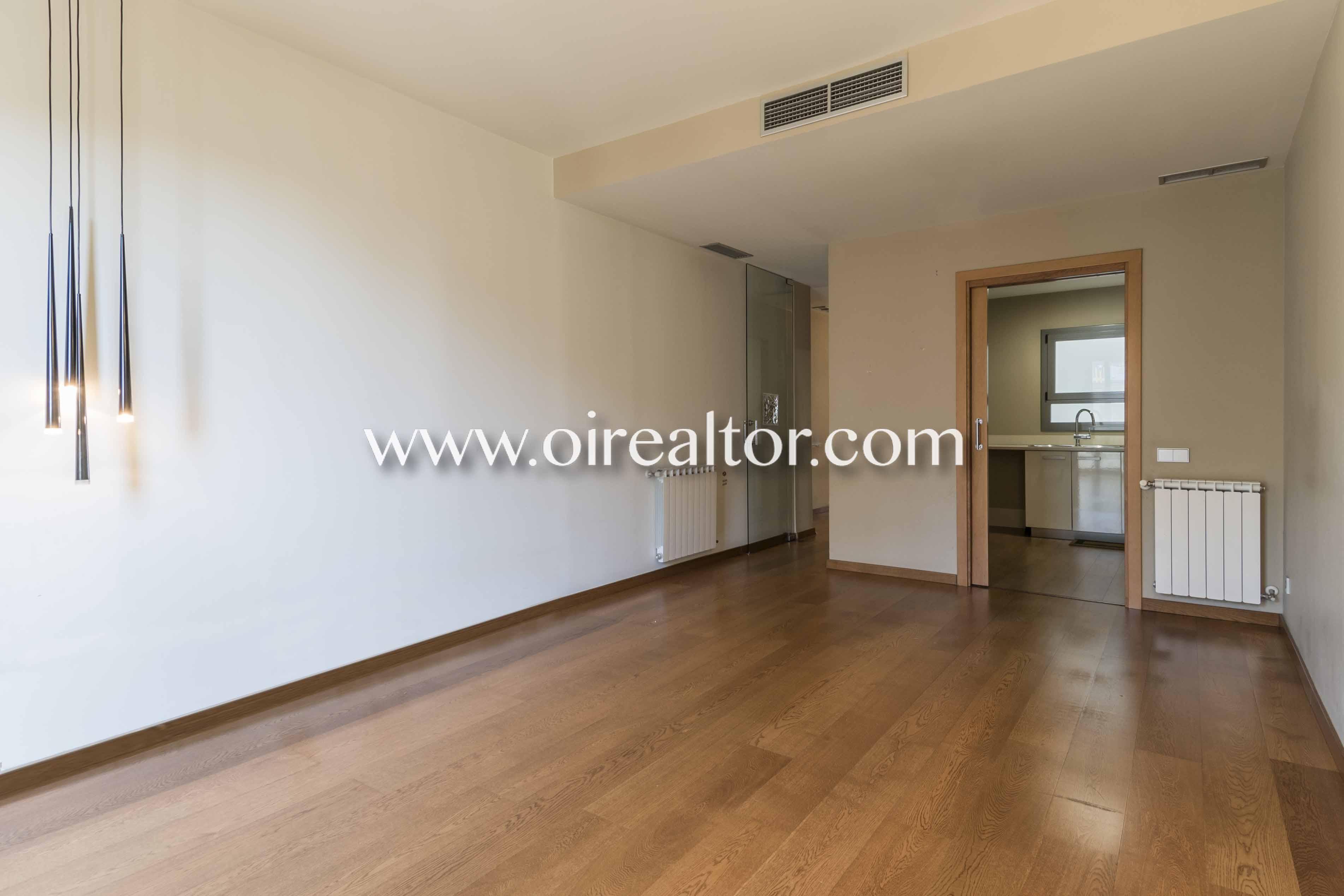 habitación, suelo de parquet, parquet, balcón, salón comedor, salón, comedor,