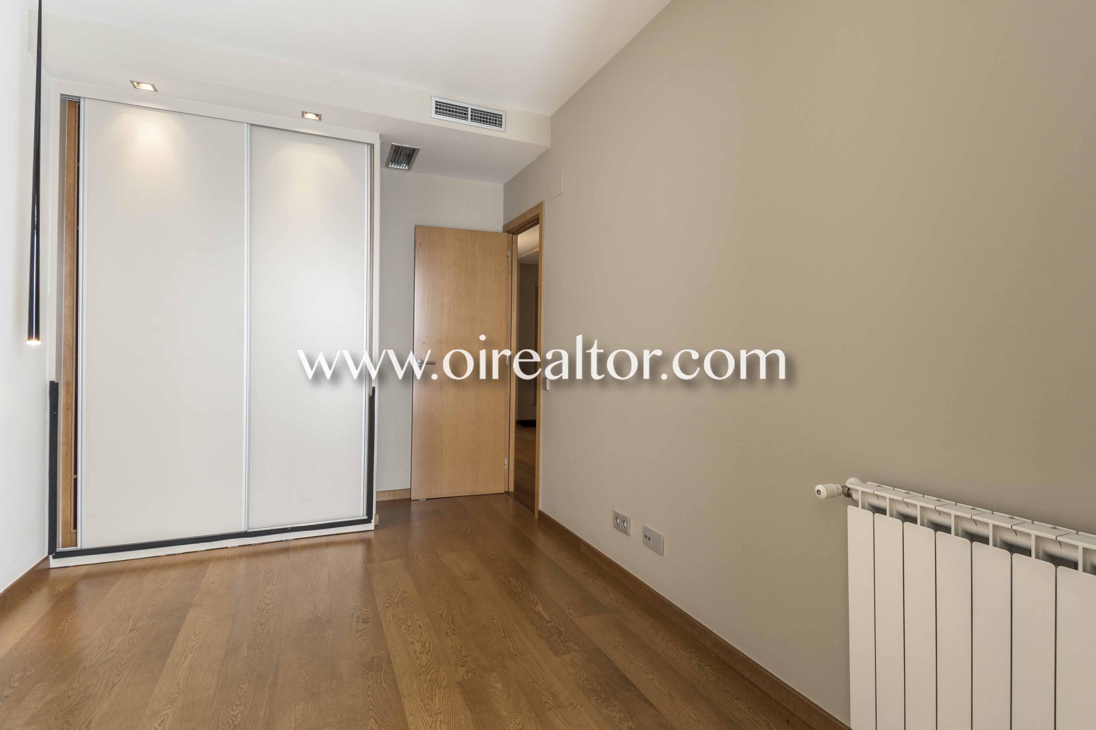 dormitorio, dormitorio doble, sin muebles, piso sin muebles, suelo de parquet, parquet