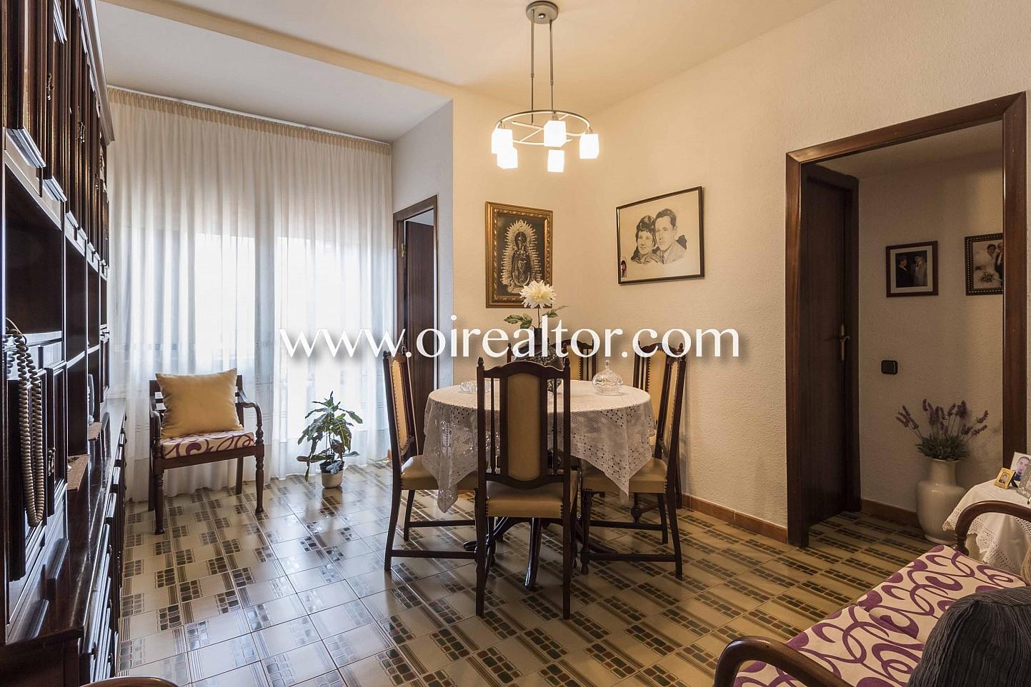 salón comedor, salón clásico, comedor clásico, suelos de mosaico, mosaico, mesa de comedor, terraza, balcón