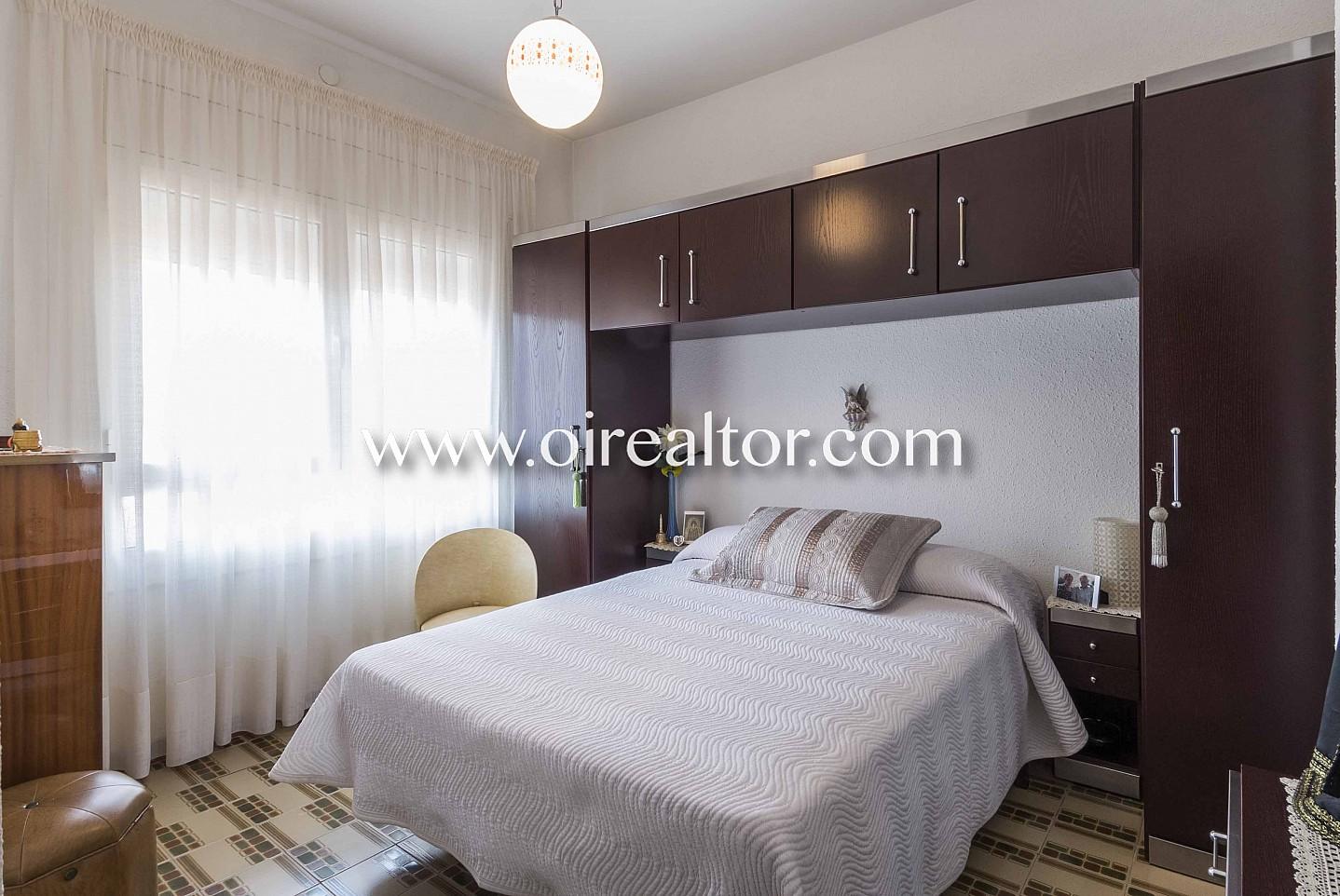 dormitorio doble, habitación doble, habitación, dormitorio, dormitorio con ventana, cama, cama doble