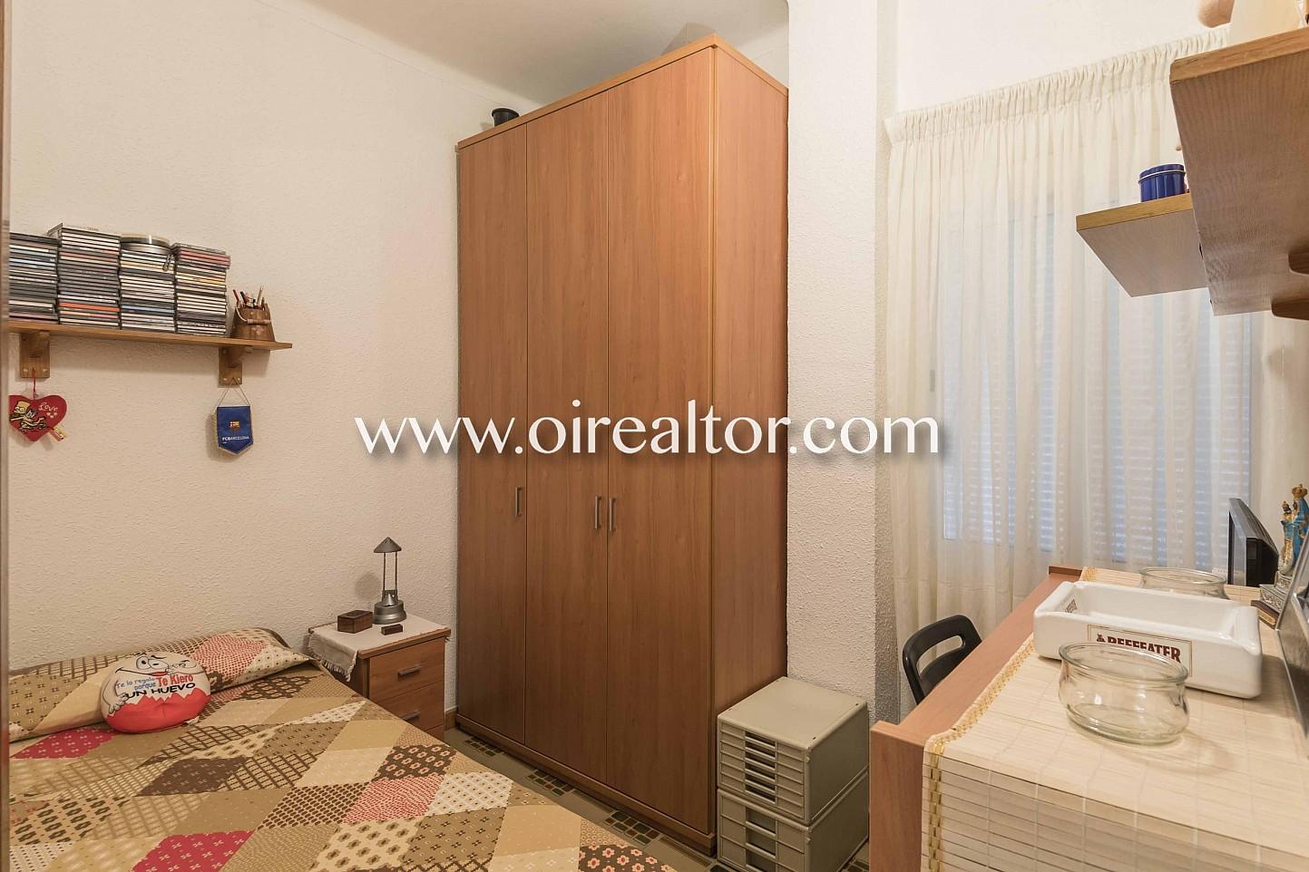 habitación simple, dormitorio simple, escritorio,  cama simple, cama