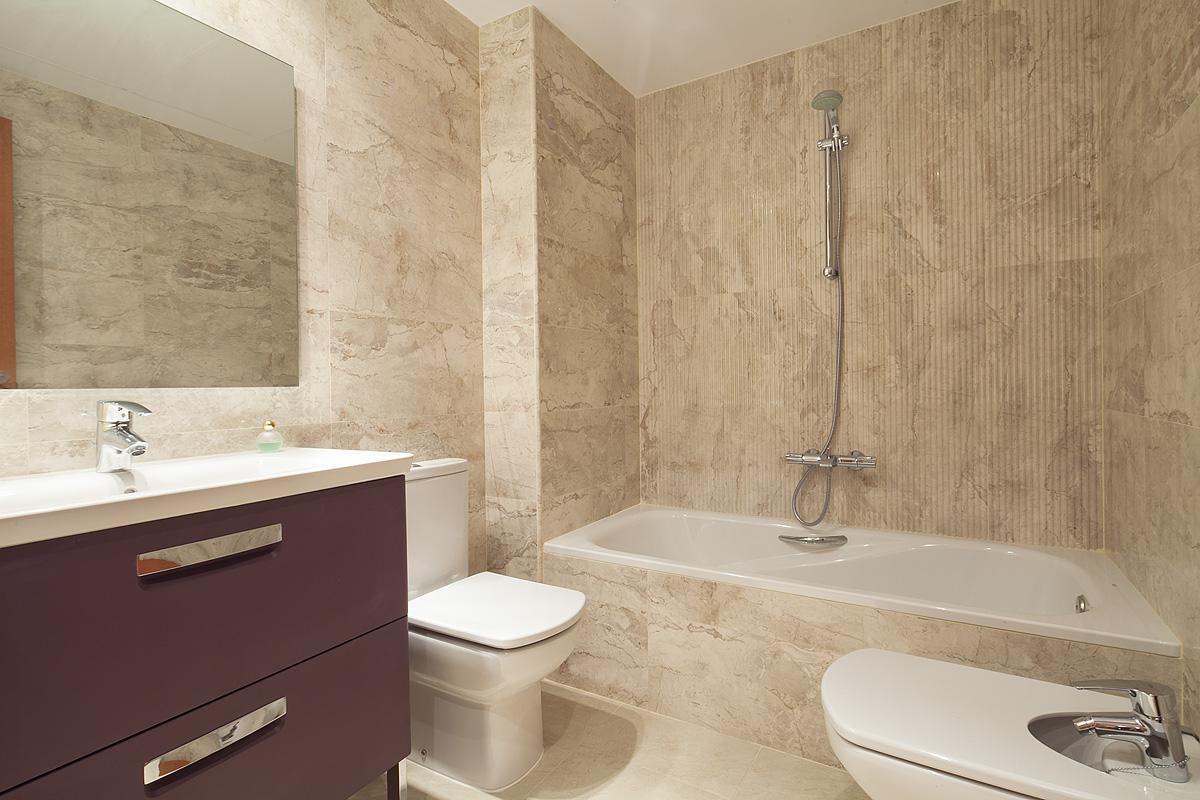 Baño, baño con bañera, bañera, lavabo, aseo