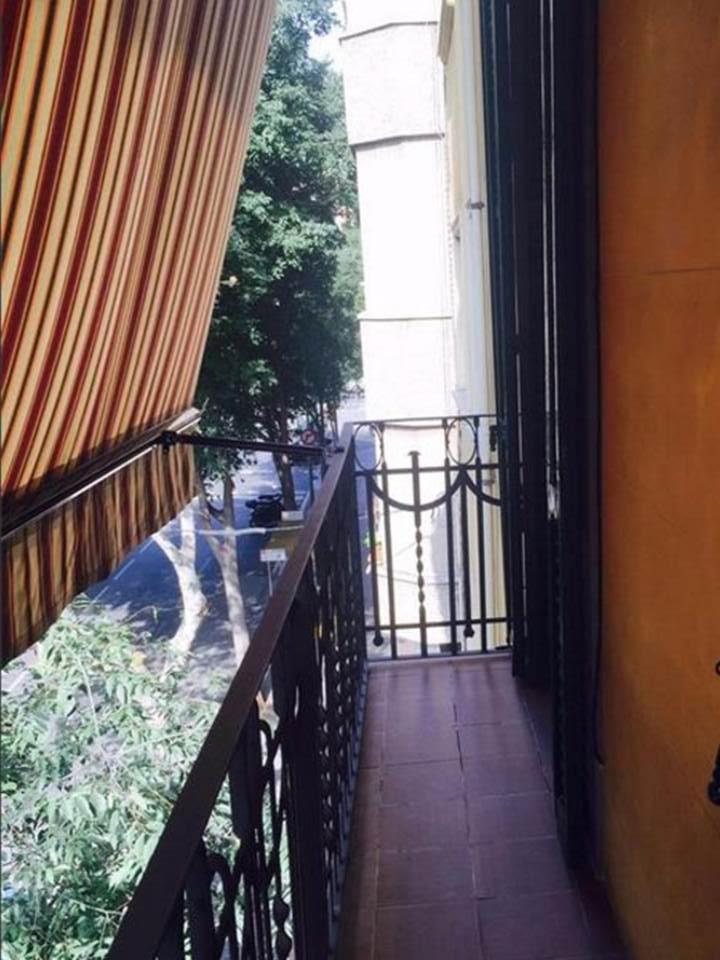 terraza, vistas, terraza con toldo, terraza con vistas a la calle, terraza con vistas, balcón, balcón vistas,