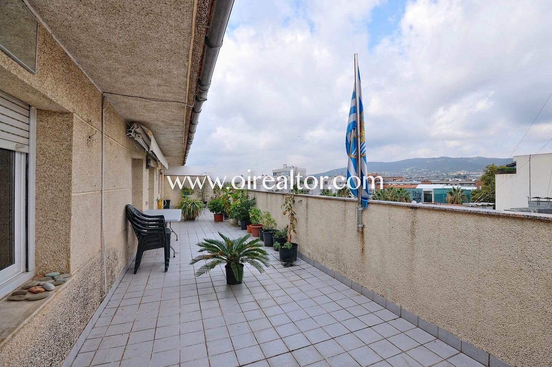 Terraza, piso con terraza, terraza con vistas, vistas a la montaña, vistas a la ciudad, solárium, terraza con vistas a la ciudad
