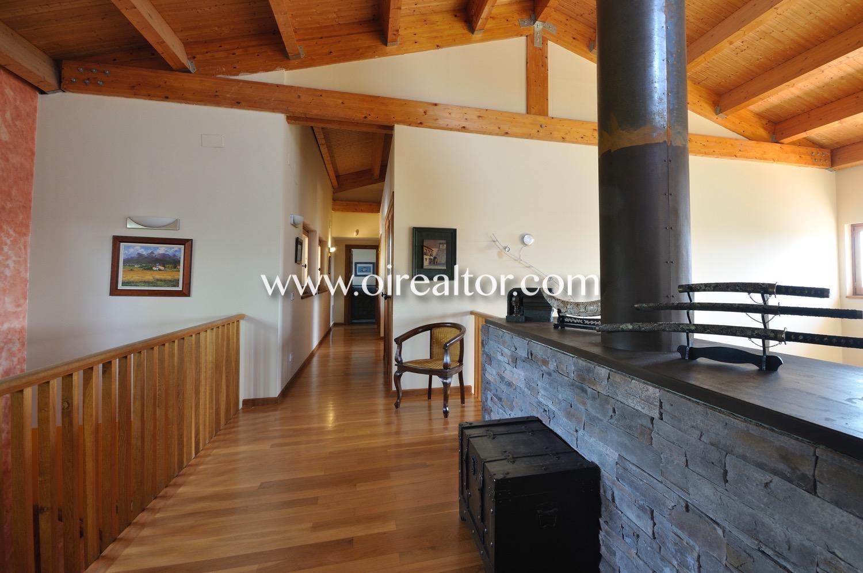 Pasillo, buhardilla, luminoso buhardilla luminosa, techos altos, techo de madera