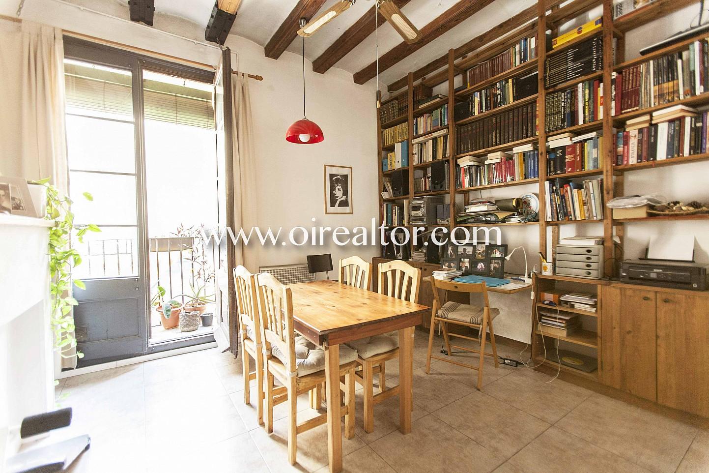 despacho, librería, terraza, vistas a la calle, mesa de comedor