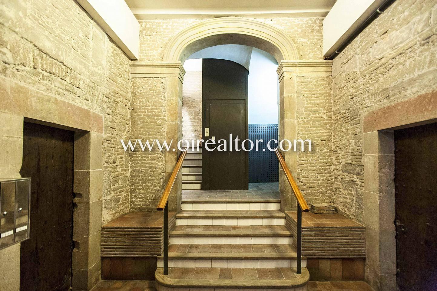 Entrada, portal, portería, modernista edifico modernista, piedra vista,