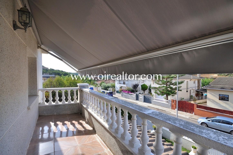 Terraza, terraza con vistas a la calle, casa con terraza, vistas a la ciudad