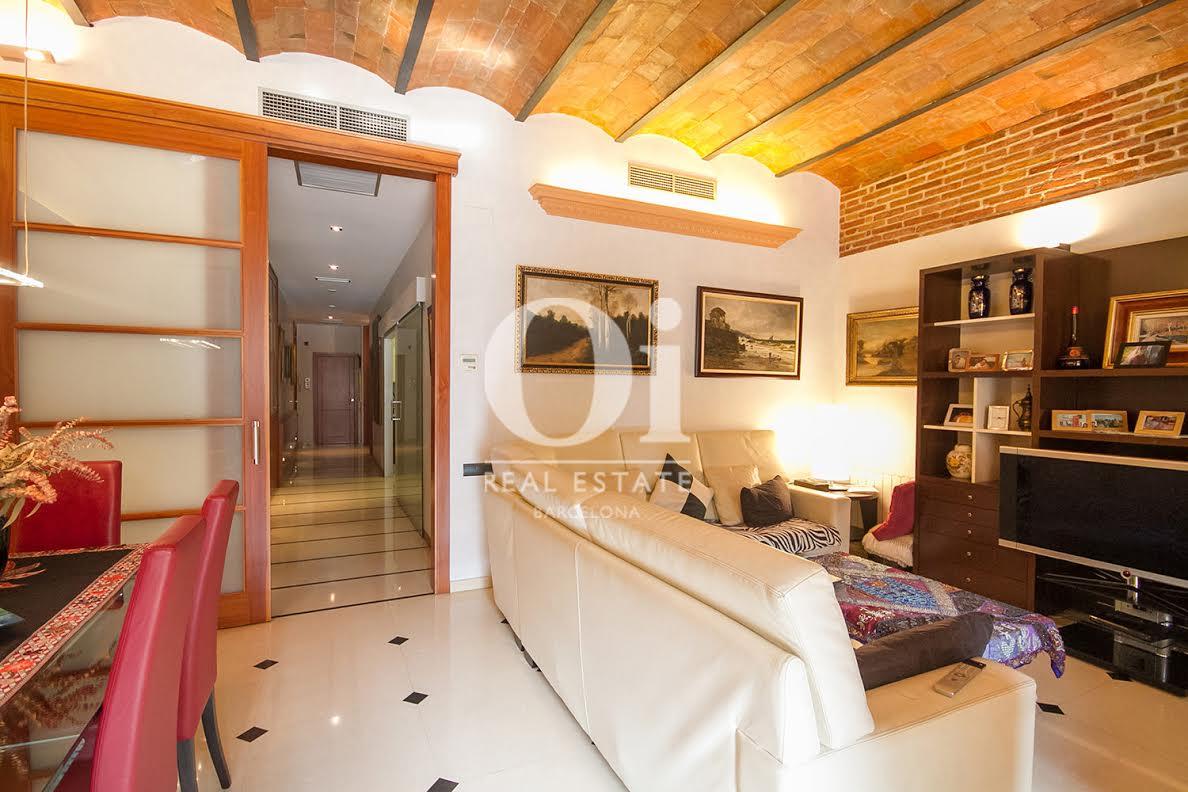 Salón comedor, salón, comedor, pasillo, puerta con cristalera, mesa de comedor