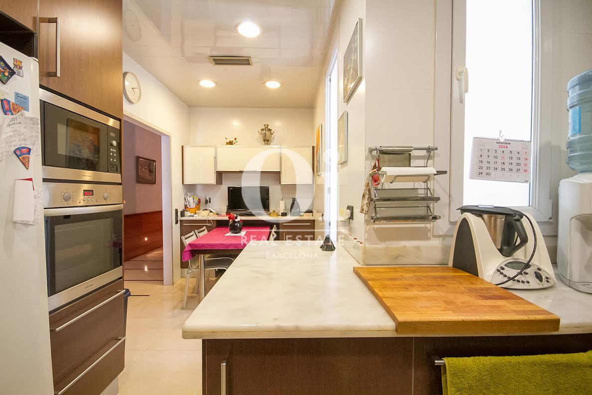 Cocina, cocina equipada, cocina con electrodomésticos, electrodomésticos, horno, fogones