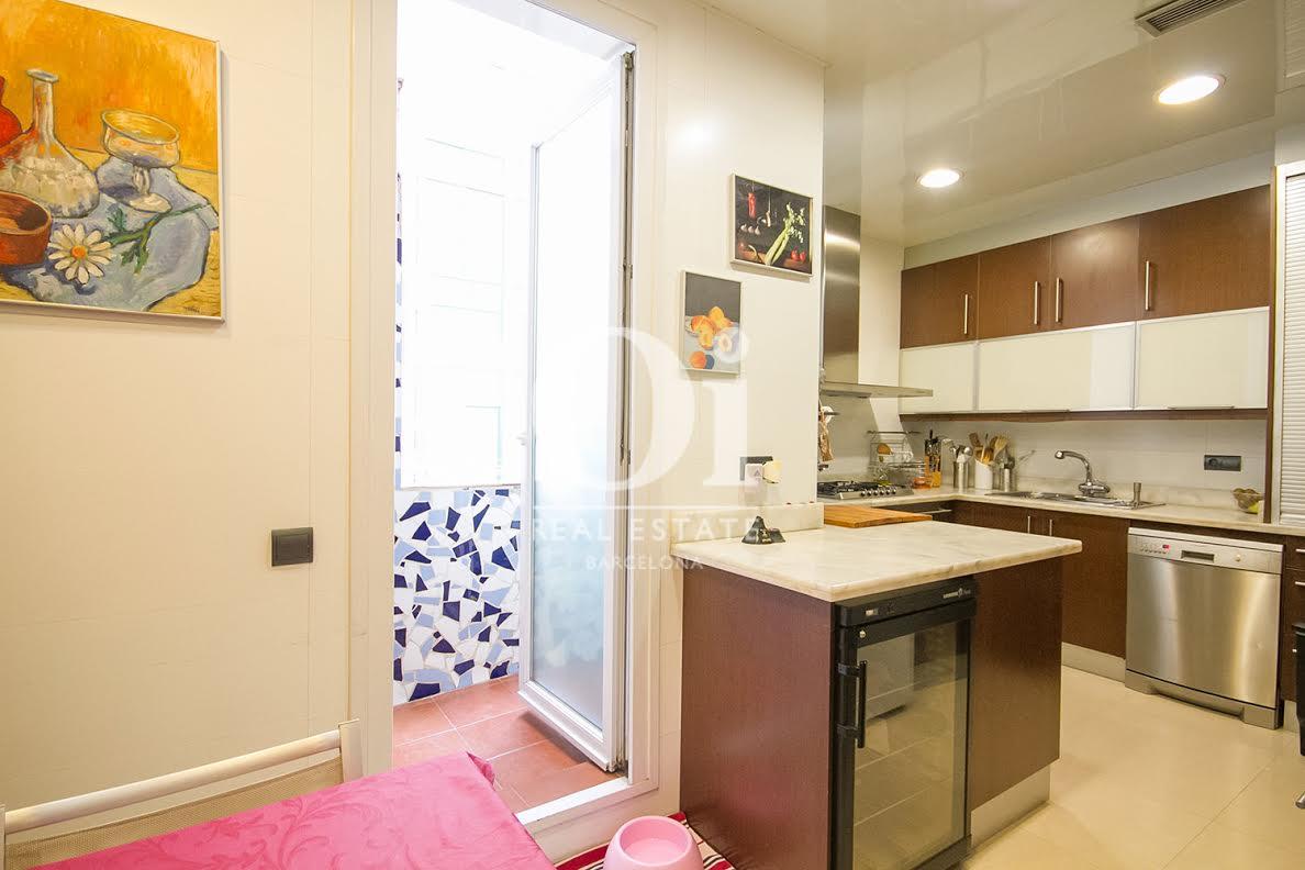 Cocina, cocina equipada, cocina con electrodomésticos, electrodomésticos, horno, fogones, lavavajillas