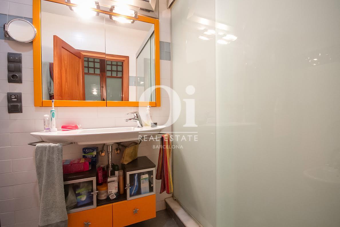 Baño, baño completo, baño con ducha, ducha, grifo