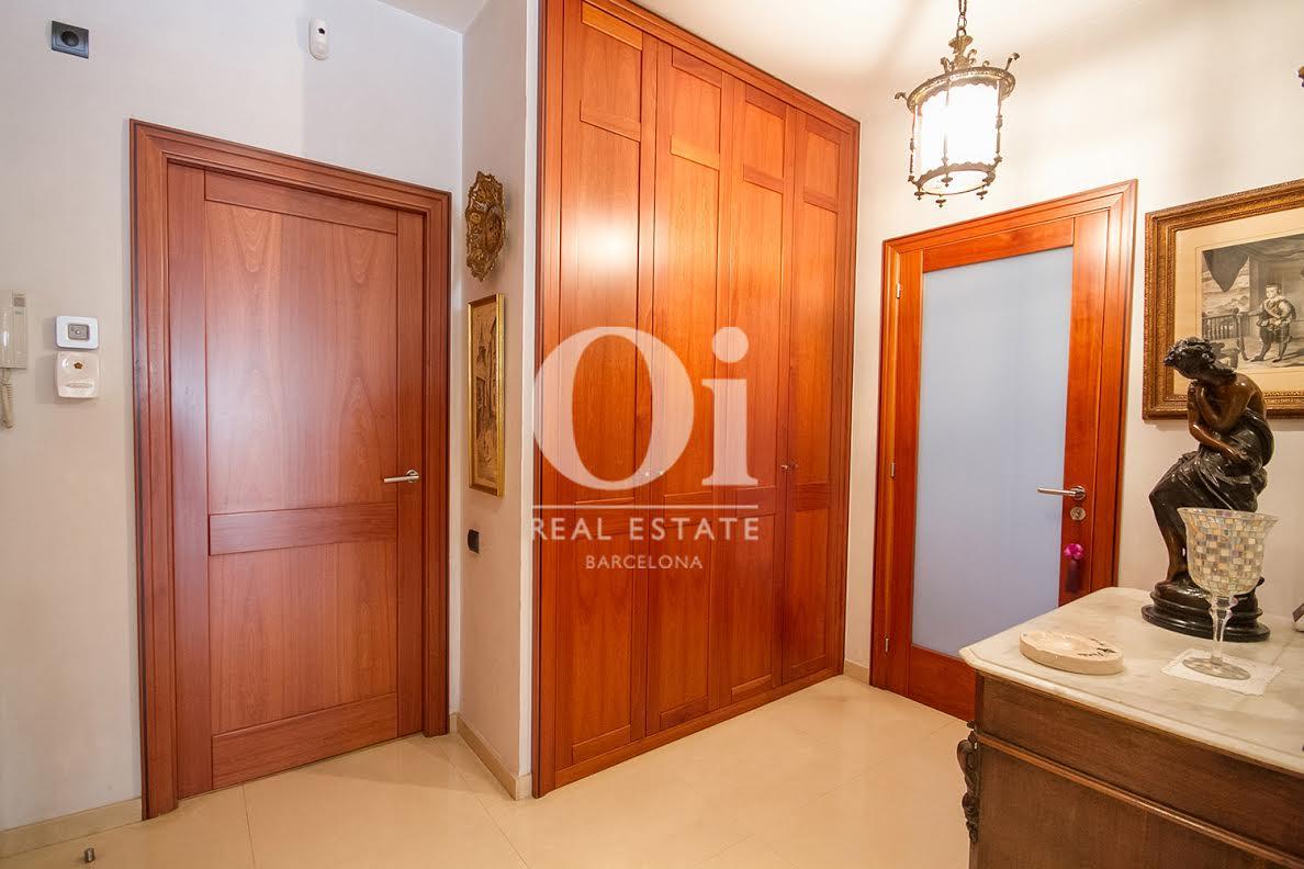 recibidor, recibidor señorial, puerta, entrada, armarios empotrados, pasillo
