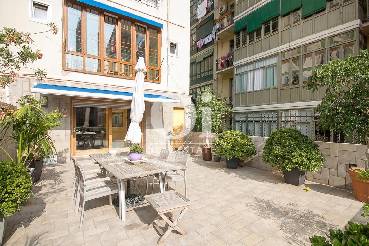 Terraza, terraza con vistas, jardín con plantas, jardín,, vistas a la ciudad,