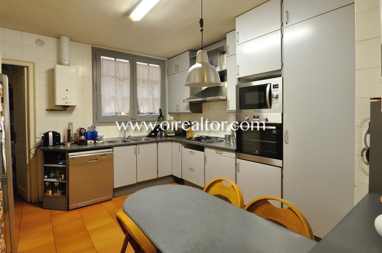 cocina, cocina equipada, cocina con electrodomésticos, electrodomésticos, horno, campana extractora