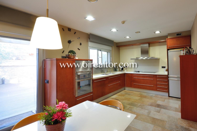 Cocina, cocina con office, cocina office, office, cocina con electrodomésticos, electrodomésticos, campana extractora, nevera, vitrocerámica