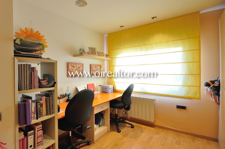 Despacho, escritorio, habitación simple, habitación soleada, habitación con ventana