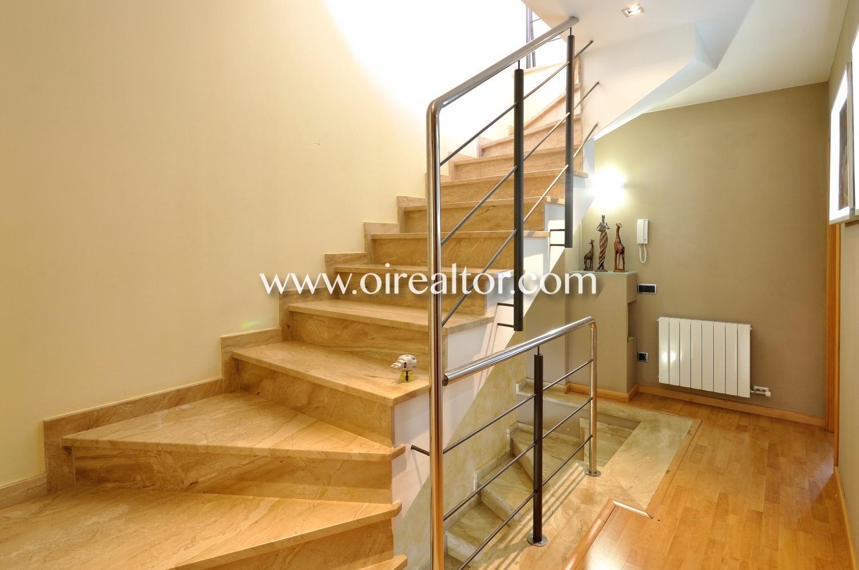 Escalera, luminoso, soleado, pasillo, distribuidor, casa de tres plantas