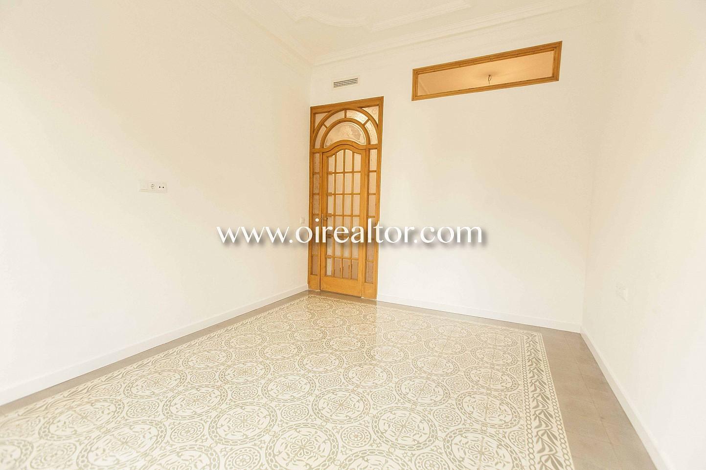 habitación, suelo de mosaico, mosaico, modernista, modernismo catalán, finca regia, luminoso, soleado, balcón