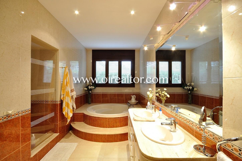baño, baño con jacuzzi, jacuzzi, casa con jacuzzi, hidromasaje, casa con hidromasaje, baño completo