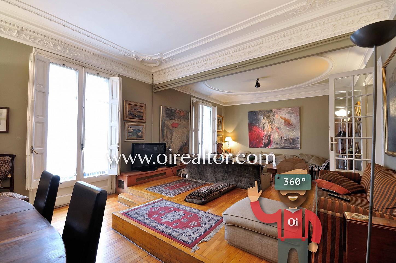 salón comedor, salón, comedor, salón soleado, salón con balcón, salón de diseño, techos altos, techo con molduras, sofás, mesa de comedor