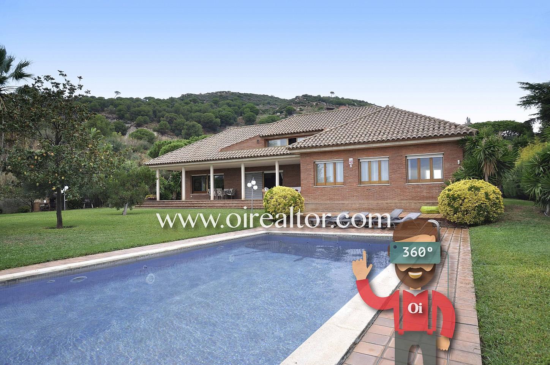 casa con piscina, piscina, piscina privada, jardín con piscina, jardín, casa con jardín, casa, fachada