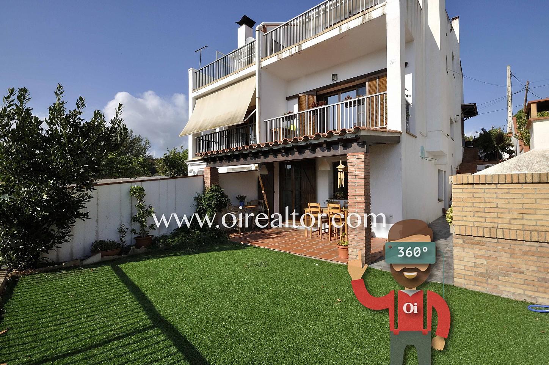 fachada, casa, casa con jardín, casa con terraza, césped, jardín con césped