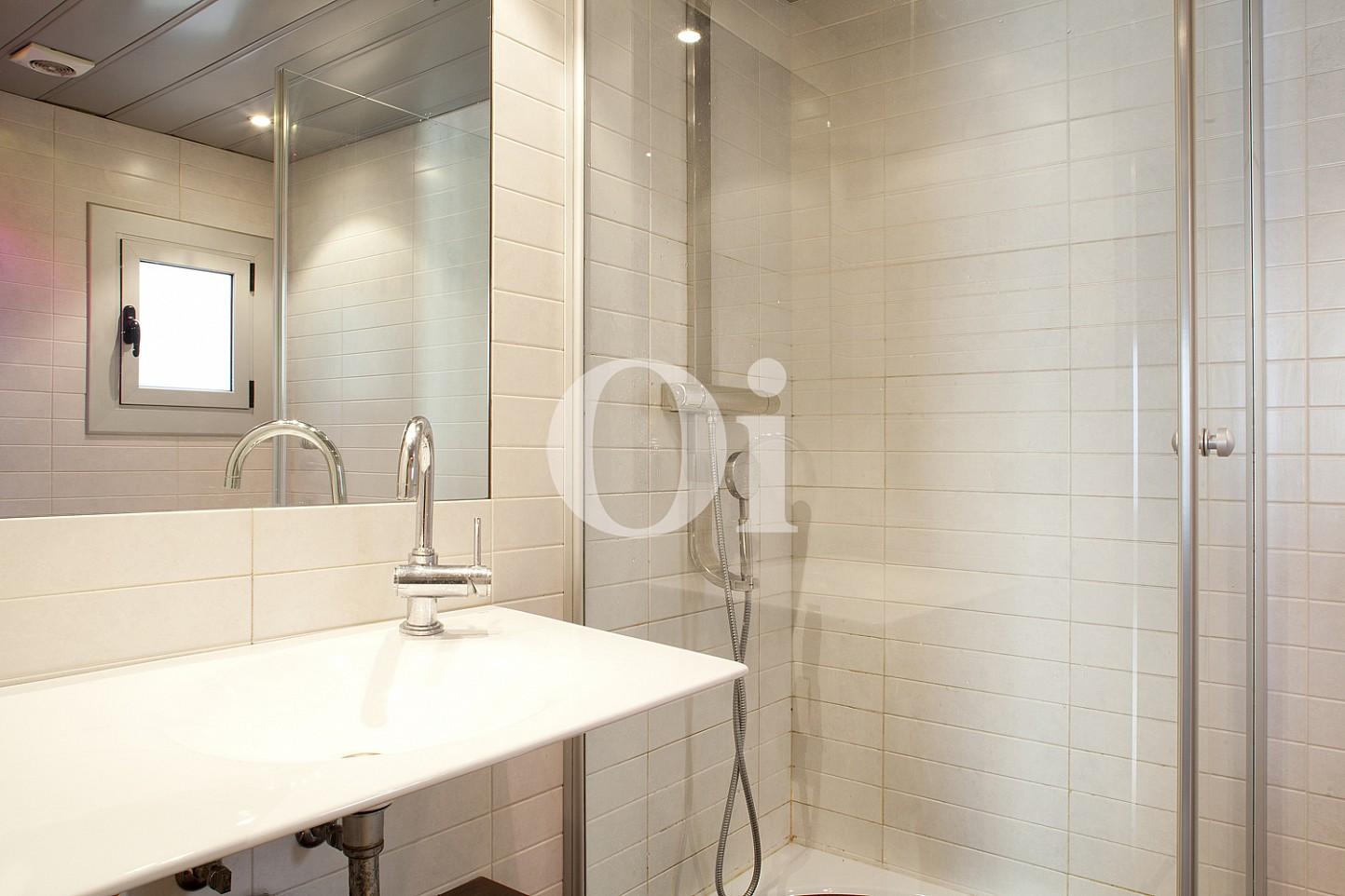 baño , baño con ducha, ducha, baño completo, grifo