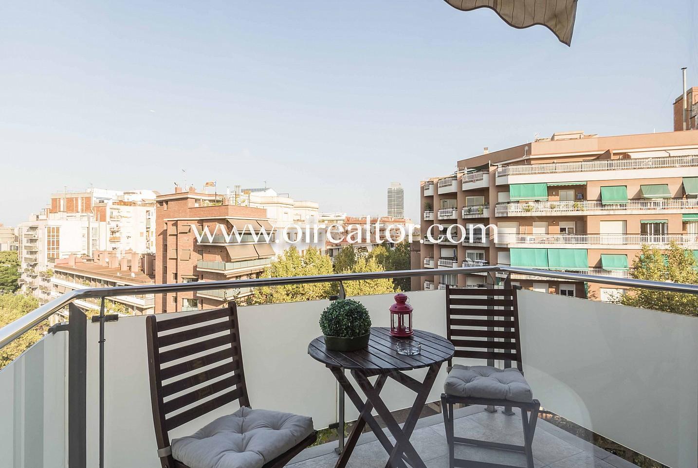 terraza, balcón, balcón con vistas, terraza con vistas, vistas a la calle, vistas a la ciudad, vistas