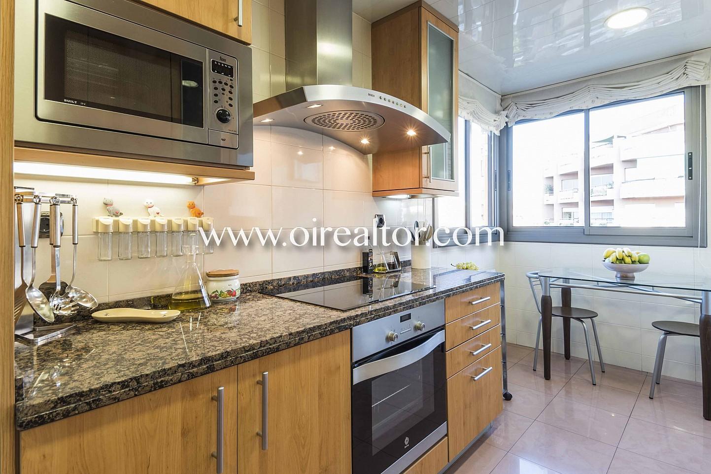 cocina, cocina con office, office, cocina office, electrodomésticos, cocina con electrodomésticos, horno, campana extractora, vitrocerámica