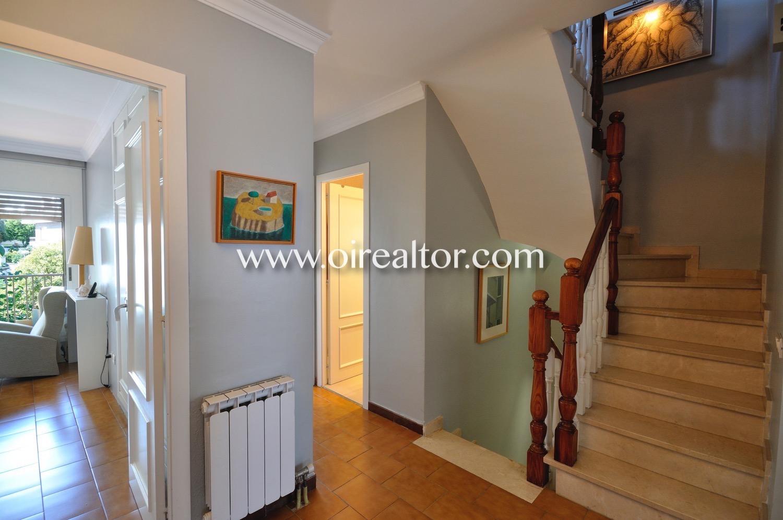 Pasillo, escaleras, habitaciones,