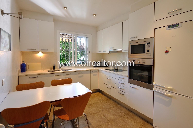 Cocina, cocina con office, office, cocina office, electrodomésticos, cocina con electrodomésticos, cocina equipada, horno, campana extractora