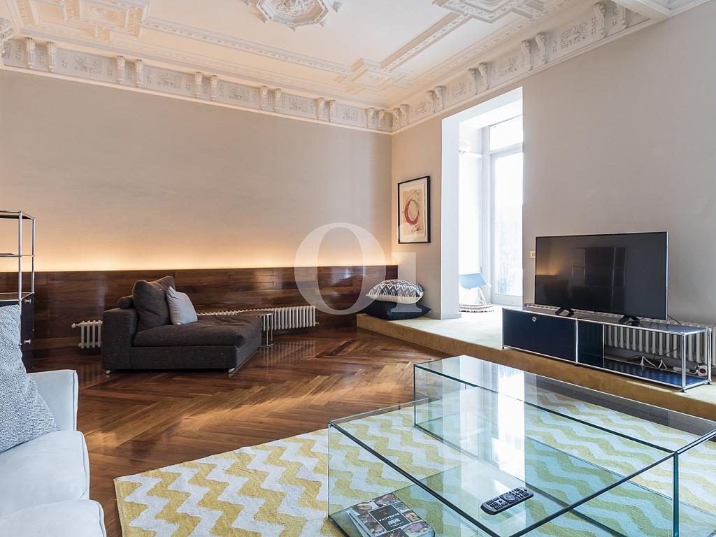 salón comedor, salón, comedor, salón con parquet, salón con tarima, terraza, salón con salida a terraza