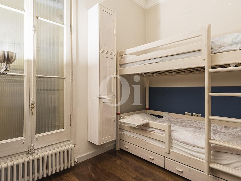 dormitorio, habitación simple, habitación, dormitorio individual,dormitorio con ventana