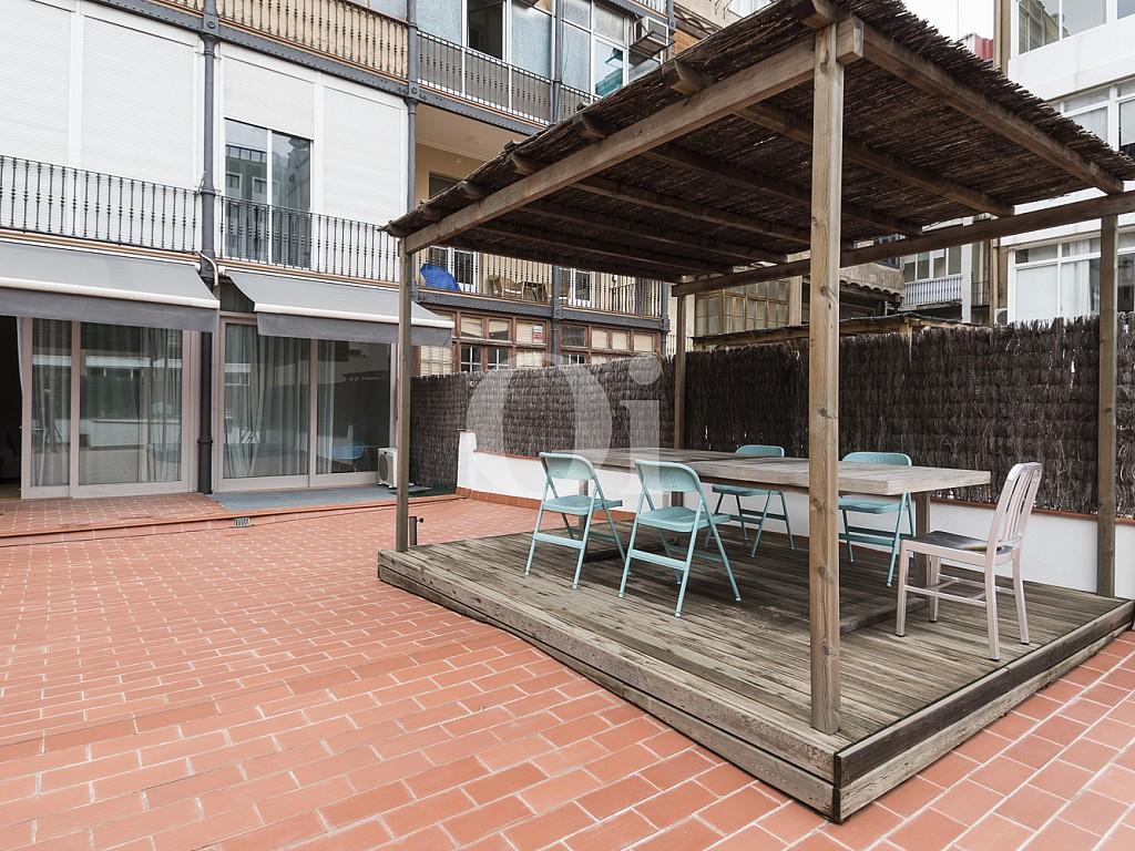 terraza, terraza con mesa y sillas, soleado
