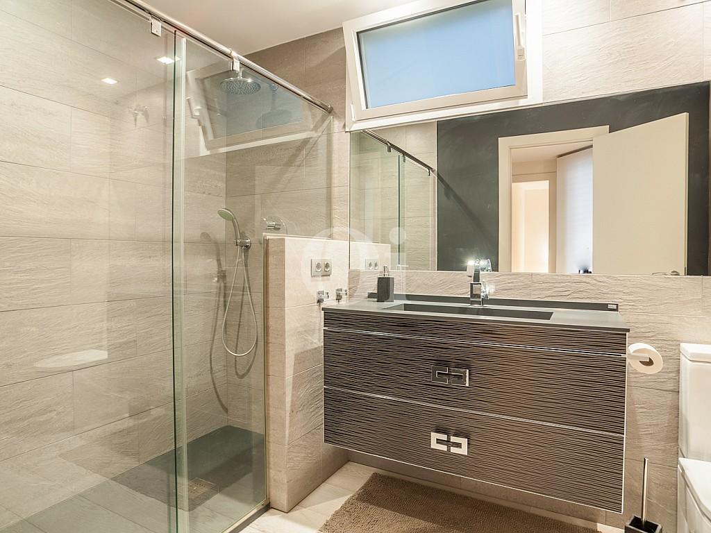 baño, baño con ducha, ducha, grifos, baño de diseño