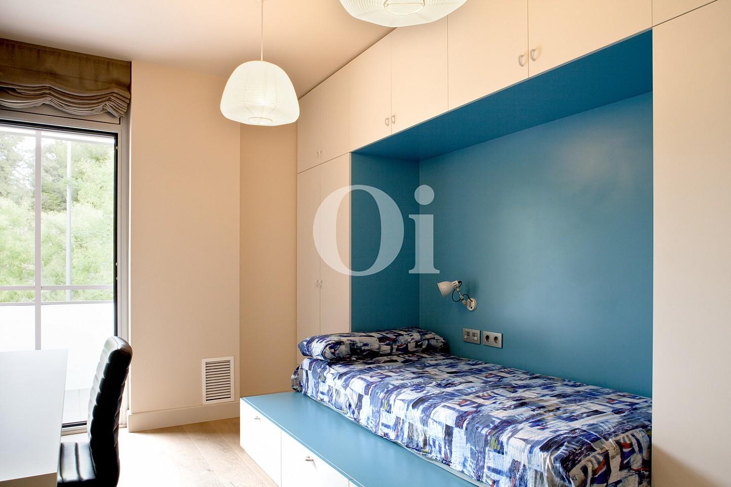 dormitorio simple, habitación simple, dormitorio individual, cama, cama individual, dormitorio con terraza