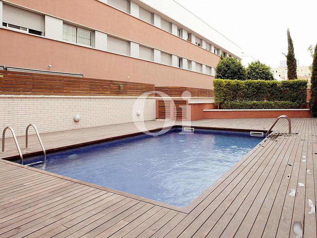 piscina, piscina comunitaria, piso con piscina, solárium, tomar el sol,