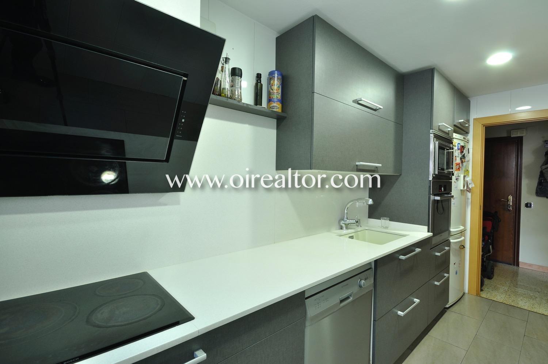 Cocina, cocina equipada, cocina con electrodomésticos, electrodomésticos, horno, vitrocerámica